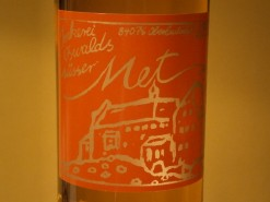 Eine Flasche Mittelalter Met mit Kühlewein Etikett.
