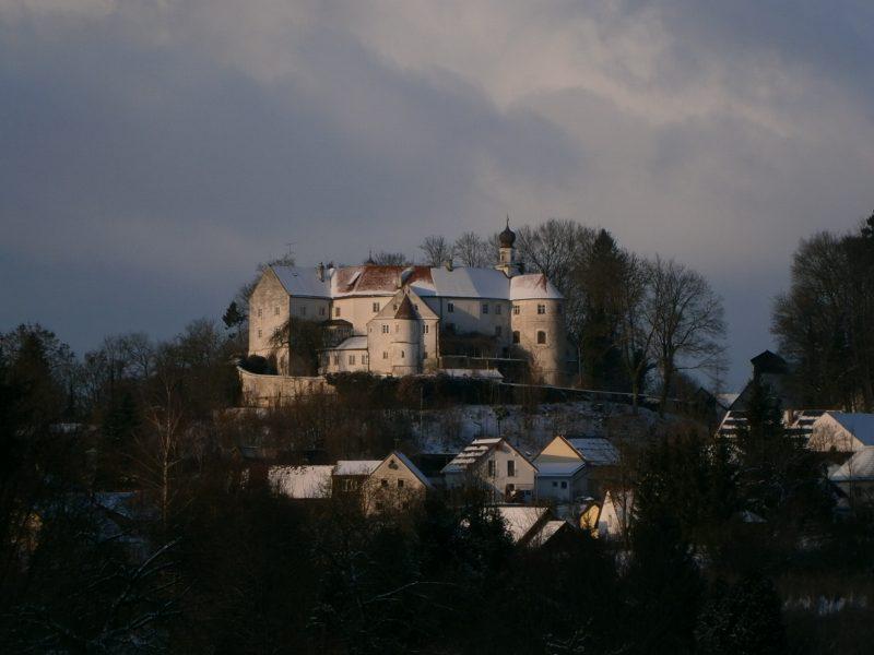 Das Schloss Wildenberg im Winter.