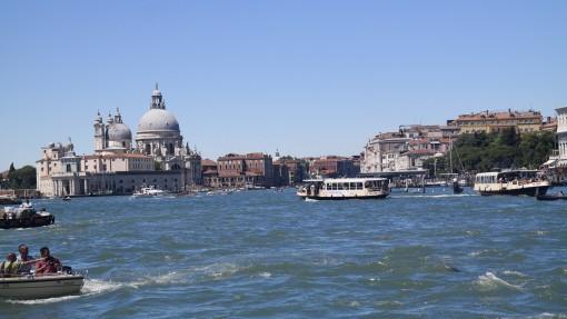 In Venedig gibt es statt Bussen Fährschiffe.