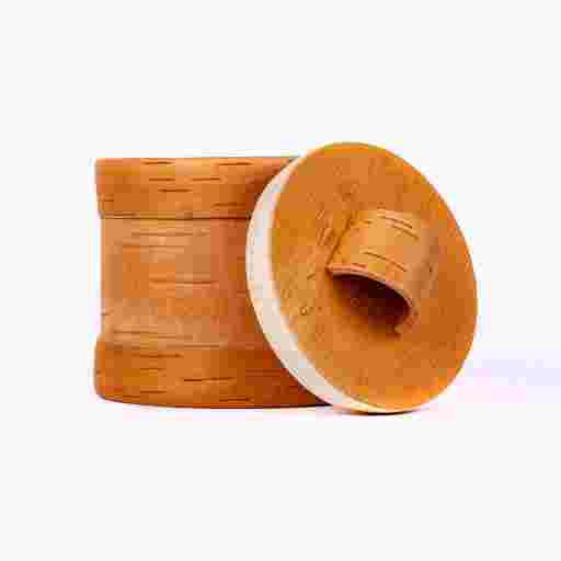Dose für Pfefferkörner, rund, klein, aus Holz und Birkenrinde.
