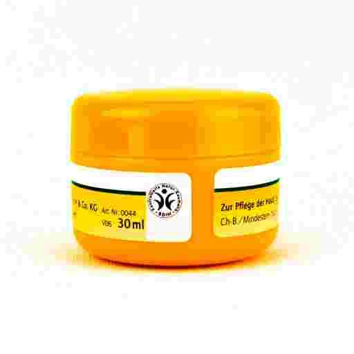 Ein gelber Tiegel mit kontrollierter Naturkosmetik.