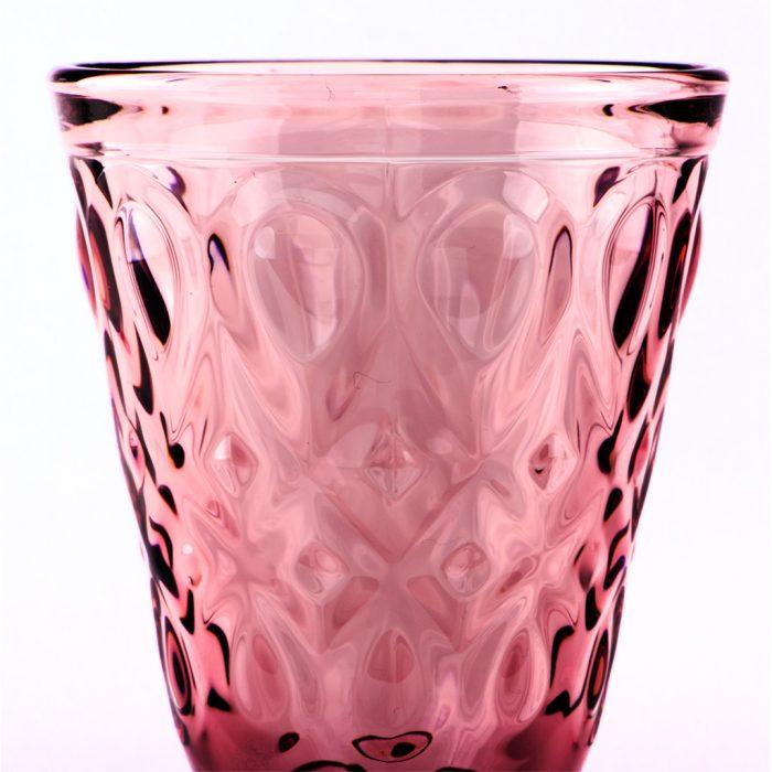 Ein ornamental reich geschmücktes Weinglas des Modells PARIS.