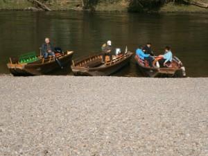 Fährkähne zum Übersetzen auf andere Uferseite