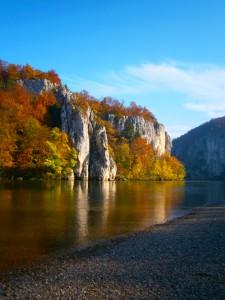 Der Donaudurchbruch, wo sich die Donau einen Weg durch den Kehlheimer Marmor gegraben hat