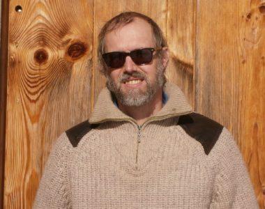 Portrait von Imker Oswald, der für ein Schulprojekt interviewed wurde.