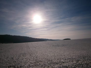 Schneeschmelze im Landkreis Kehlheim in Süddeutschland.