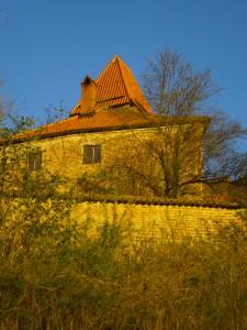 Gerichtsdienerhaus und Hungerturm. Hier dichtete und schrieb Claus Felbinger, wurde verhört und gefoltert zwischen 19. April und Juli des Jahres 1560