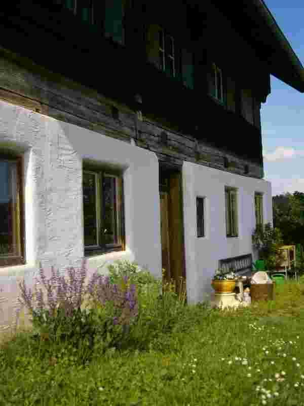Historisches Imker-Holzhaus.