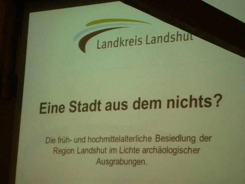 Titel des Vortrages vom Landshuter Kreisarchäologen Thomas Richter.