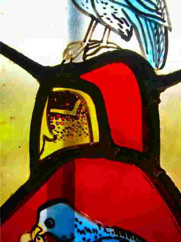 Ein Stechhelm (Turnierhelm) mit Helmzier.