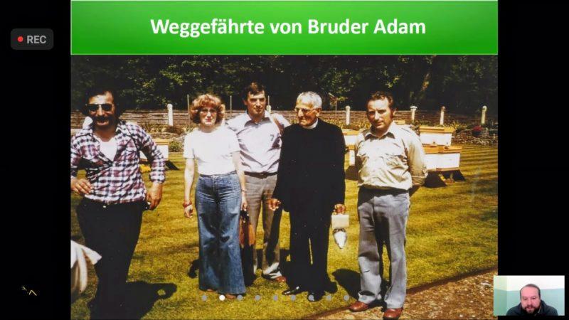 Gruppenfoto von Bruder Adam mit Hans Beer und weiteren Leuten.